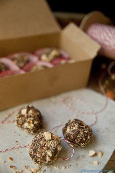 Almond Date Truffles by the urbanbaier #Truffles #Vegan