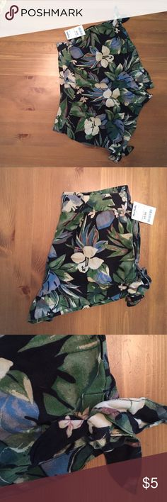 Tropical shorts perfect for you summer vacation. High waisted tropical shorts with tie at the side of the legs. Waist band is stretchy and forgiving. Kimchi Blue Shorts