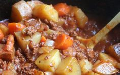 Ingredients : 1 lb. ground beef, browned and drained 1.5 lbs potatoes, diced large 3 carrots, sliced 1 onion, diced 1 garlic clove, minced (I had this on hand already) 1 (6-oz.) can tomato paste 2 cups water 1 tsp. salt ¼ tsp. pepper 1