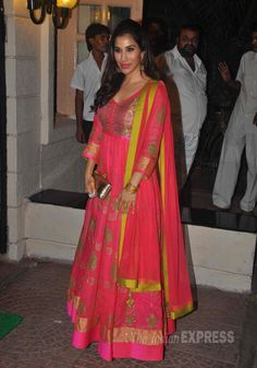 Sophie Choudry was pretty and feminine in a bright pink floor-length anarkali with a gold clutch at Ekta Kapoor's Diwali bash. #Bollywood #Fashion #Style #Beauty
