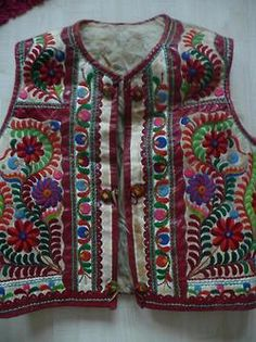 Traditional embroideried (male) vest from Poniky, Slovakia. Folk Costume, Costumes, Hand Quilting, Traditional Dresses, Fashion Art, Embroidery, Boho, Textiles, Pattern