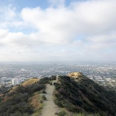 LA | EXPLORE | RUNYON CANYON #thestylistsguidetotheglobe #thestylistsguidetola California Living, Us Travel, Adventure Travel, River, Explore, Places, Globe, Outdoor, Outdoors