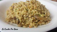 L'orzotto ai funghi è simile ad un risotto, ma secondo noi è ancora più buono! L'orzo infatti ha i chicchi più grossi che a mangiarli è una goduria! Arancini, Quinoa Rice, Couscous, Noodles, Grains, Good Food, Food And Drink, Vegetables, Cooking