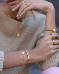 issed out the first time? Our Star Struck Round Bracelet is now back in stock! The perfect gift for adding meaning to their jewellery box Stylish Jewelry, Dainty Jewelry, Simple Jewelry, Cute Jewelry, Luxury Jewelry, Gold Jewelry, Jewelry Box, Jewelry Bracelets, Jewelry Accessories