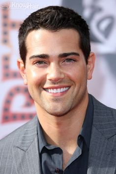 Jesse Metcalfe (Jesse Eden Metcalfe) - Actor - - Carmel Valley, California, U. His mother is of Portuguese & Italian descent and his father is of French & Italian descent. Mens Summer Hairstyles, 2015 Hairstyles, Girl Hairstyles, Curly Hair Cuts, Short Hair Cuts, Curly Hair Styles, Long To Short Hair, Jesse Metcalfe, Beautiful Men Faces