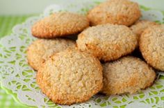 5 Ingredient Chewy Vanilla Coconut Cookies #glutenfree #grainfree #paleo