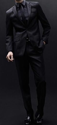 Mathias Lauridsen for Calvin Klein Fall Winter Damn Trez take my breath away too! All Black Suit, All Black Tuxedo, Men In Black, Black Work, Black Style, Suit Fashion, Mens Fashion, Fashion Black, Wilhelmina Models