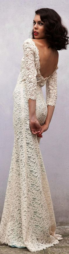 Wedding dresses - Bruidsjurken Simple... I kinda like it... very nice for an outdoor wedding not super fancy