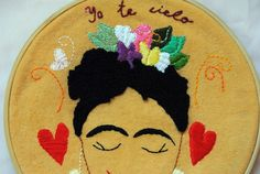 Frida bordada sobre tela en bastidor