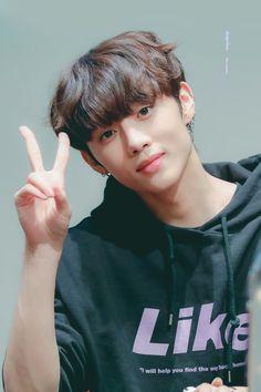 The Boyz Pics (@theboyzpics) | Twitter Kim Sun, I Got Your Back, Light Of My Life, Flower Boys, Youngjae, Kpop Boy, Vixx, Kpop Groups, Handsome Boys
