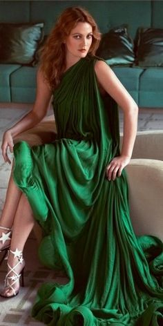 Love this green dress n her shoes: Drew Barrymore