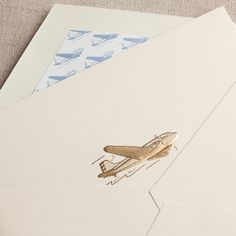 Just like you, your notes take the most wonderful journeys—to friends and family near and far. Perfect for the correspondent with a touch of wanderlust, our engraved vintage airplane is paired with a matching envelope lining.