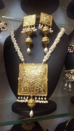 Now you can Buy Pakistan Indian Wedding Jewelry & Accessories online, Traditional Kundan Jewelry, Braclets, Bridal Jewelry and more. Buy with Confidence. Indian Wedding Jewelry, Indian Jewelry, Bridal Jewelry, Tikka Jewelry, Indian Necklace, Indian Weddings, Gold Necklace, Gold Jewellery Design, Gold Jewelry
