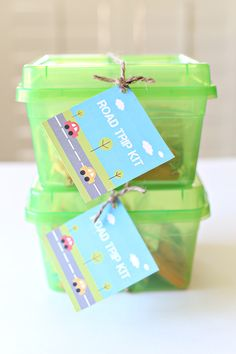 Kid Friendly Road Trip Kid and Printable Tags - a perfect summer birthday gift idea for kids! Road Trip Activities, Road Trip Snacks, Road Trip Games, Road Trip Crafts, Road Trip With Kids, Family Road Trips, Travel With Kids, Family Vacations, Travel Box