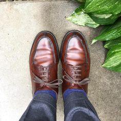 Crockett & Jones 降るか降らないかくらいの時にちょうどいい靴です #crockettandjones #crockettandjonesmoreton #moreton #shoes #mensshoes #sotd #shoesoftheday #クロケットアンドジョーンズ #モールトン #紳士靴 #革靴
