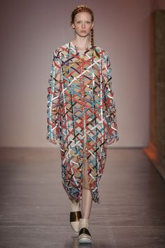 Fernanda Yamamoto Ready To Wear Fall Winter 2016 Sao Paulo Live Fashion, Fashion History, Fashion Show, Fashion Looks, Fernanda Yamamoto, Fashion Details, Fashion Design, Runway Fashion, Fashion Trends