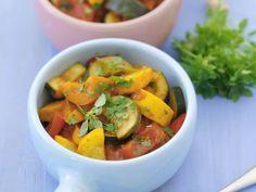 Zucchini-Ratatouille ist ein Rezept mit frischen Zutaten aus der Kategorie Eintöpfe. Probieren Sie dieses und weitere Rezepte von EAT SMARTER!