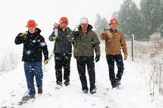 Es schneit, es regnet, es ist saukalt. Egal, mit DICKIES Berufskleidung sind Sie gut geschützt und richtig angezogen. www.strohmeiergmbh.de