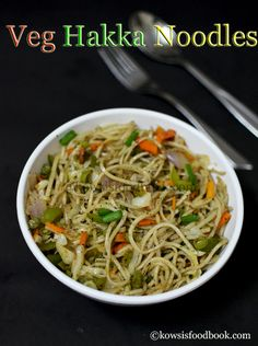 Vegetable Hakka Noodles, Restaurant Style Hakka Noodles Recipe - Learn how to make vegetable hakka noodles with step by step pictures Vegetarian Chinese Recipes, Indian Food Recipes, Ethnic Recipes, Noodle Restaurant, Restaurant Recipes, Dinner Recipes, Veg Dishes, Pasta Dishes, Noddle Recipes