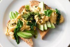 Pesto scrambled eggs with spinach & avocado