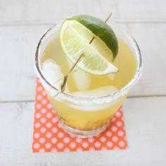 This Serrano Chili Mango Margarita is sweet, spicy and super refreshing, perfect for your Cinco De Mayo Fiesta this weekend! Margarita Recipes, Margarita Ingredients, Triple Sec, Agaves, Mango Guacamole, Sangria Recipes, Cocktail Recipes, Daisies, Cinco De Mayo