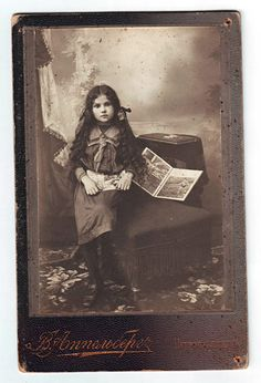 1915 Cabinet photo Mysterious RUSSIAN school GIRL with books