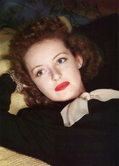 Welcome to the official Bette Davis website. Learn more about Bette Davis and contact us today for licensing opportunities. Old Hollywood Stars, Old Hollywood Glamour, Golden Age Of Hollywood, Vintage Hollywood, Classic Hollywood, Hollywood Cinema, Hollywood Actresses, Hollywood Images, Classic Actresses