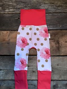 Evolutive Infant Pants Roses Flowers (Coral) Maxaloones. Perfect kit for a baby girl. Fits from 6m to 36m. All you have to do is roll and unroll the legs and waist. Super comfortable pants. Accesories also available for the perfect occasions :). (Headbands/Eternity Scarf). 95% Coton 5% Lycra
