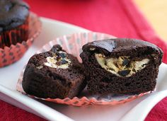 Chocolate Chip Cheesecake-Filled Chocolate Cupcakes (#vegan, #glutenfree #recipe)