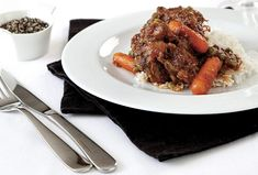 My favourite oxtail potjie recipe - Getaway Magazine Oxtail Recipes, Meat Recipes, Dinner Recipes, South African Dishes, South African Recipes, Weekly Menu, Dinner Parties, Food Plating, Country Kitchen