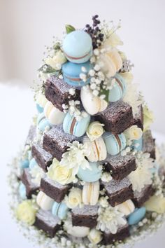 Coco & Bean Signature French Macaron & Belgian Chooclate Brownie Floral Towers make a great addition any dessert table and are a delicious alternative to the traditional wedding cake… Brownie Wedding Cakes, Brownie Cake, Macaron Cake, Macarons, Festa Jack Daniels, Best Chocolate Gifts, Macaroon Tower, Chocolate Strawberry Cake, Recipes