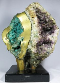 MARIO AGOSTINELLI - Escultura abstrata moldada com pedra brasileira semi preciosa bruta e bronze, ba