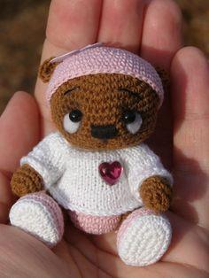 Мишка Зефиркин ))) новорожденное чудо. У него грустные глазки, но безумно нежное сердечко. Всего 7 см росточком, полностью из хлопка.