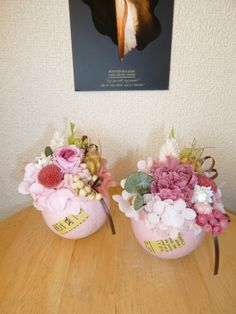 ピンクの木の実カップアレンジです。前面に英字ペーパーをあしらっています。バラをメインにしたもの(左)とカーネーションをメインにしたもの(右)からお選びください...|ハンドメイド、手作り、手仕事品の通販・販売・購入ならCreema。