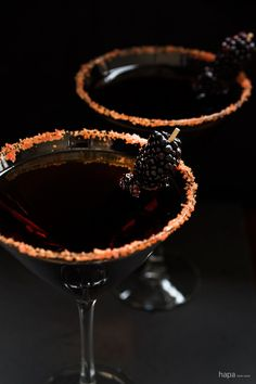 Black Devil Martini ¼ cup sugar orange or red and yellow food coloring 1 lime wedge dark rum (the color of the drink will be as dark as the rum you buy) dry vermouth blackberries toothpicks Casa Halloween, Halloween Dinner, Holidays Halloween, Halloween Treats, Happy Halloween, Halloween Halloween, Halloween Decorations, Party Drinks, Cocktail Drinks