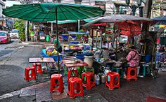 A street restaurant in the near of the Khaosan Road in Bangkok Koh Chang, Thai Street Food, Beautiful Places In The World, White Sand Beach, Thai Recipes, Scuba Diving, Cambodia, Bangkok, Places To Go