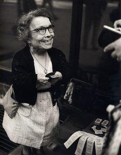 Eugeni Forcano - Selling Illusions / Vendedora de ilusiones, Argenteria Street, Barcelona, 1962