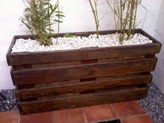 Reciclaje con palets y cajas Reciclatge amb palets i caixes Recycling pallets and boxes Palettes et des boîtes de recyclage Pallet riciclaggio e scatole RecyclingPa. Diy Pallet Projects, Pallet Ideas, Wood Projects, Ideas Palets, Furniture Projects, Wooden Planters, Planter Boxes, Pallet Planters, Recycled Pallets