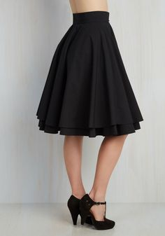An elegantly full noir skirt is the perfect accompaniment for a variety of ensembles, making this basic, but hardly boring, black circle skirt - a style…