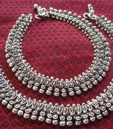 Anklet Designs - Buy Indian Payal / Anklets Online for Girls Payal Designs Silver, Silver Anklets Designs, Silver Payal, Anklet Designs, Tatto Designs, Gold Jewellery Design, Silver Jewelry, Silver Bracelets, Indian Jewelry