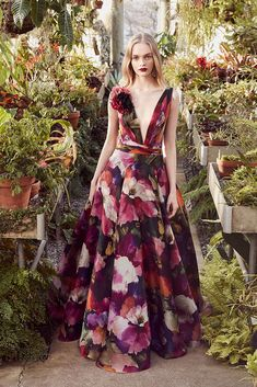 Marchesa Pre-Fall 2019 Fashion Show Collection: See the complete Marchesa Pre-Fall 2019 collection. Look 13 Couture Fashion, Runway Fashion, Fashion Outfits, Ladies Fashion, Dress Fashion, Vogue Fashion, Spring Fashion, Womens Fashion, Vestidos Fashion