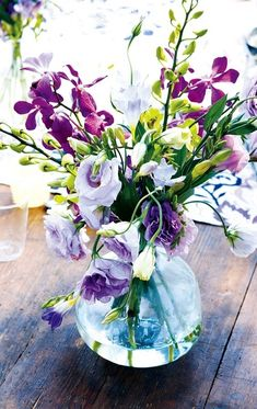 Lovely yet simple purple #flower arrangement - like the green and casual arrangements, bendy!