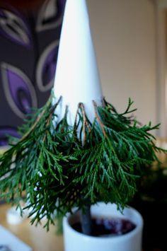 Silver Christmas Decorations, Christmas Tree Crafts, Christmas Centerpieces, Rustic Christmas, Christmas Projects, Simple Christmas, Handmade Christmas, Holiday Crafts, Christmas Holidays