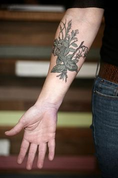 flower-plant-botanical-tattoos-alice-carrier-75