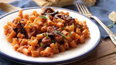 Χταπόδι-κοκκινιστό-με-κοφτό-μακαρονάκι red sauce octopus with pasta