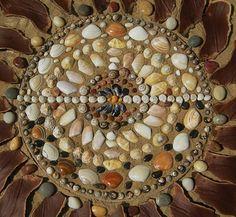 Activité manuelle pour enfant - ramassez des coquillages l'été et faites-en un somptueux tableau en les collant !