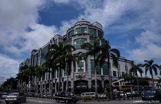 BRUNEI DARUSSALAM: DETACHED BUT NOT BORING – lakwatserongdoctor Brunei, Louvre, Building, Travel, Viajes, Buildings, Destinations, Traveling, Trips
