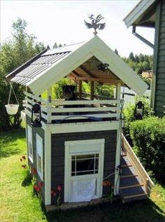 DIY Dog House Made From Pallets. Wally would love standing up top and barking at everything!