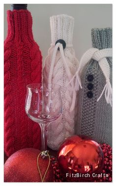 Perfect for National Wine Day.  A free knitting pattern for wine cosies from Fitzbirch Crafts