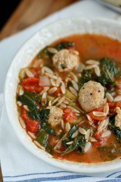 Spinach Soup Italian Orzo Soup with Meatballs, Spinach and Tomatoes - This classic Italian Orzo Soup is extra hearty and nutritious with the addition of chicken sausage meatballs, greens and tomatoes. Sausage Meatballs, Chicken Sausage, Spicy Sausage, Turkey Sausage, Healthy Diet Recipes, Healthy Eating, Healthy Food, Soup Recipes, Cooking Recipes